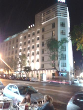 Hotel Paseo del Arte: Vista del hotel desde la hamburguesía.
