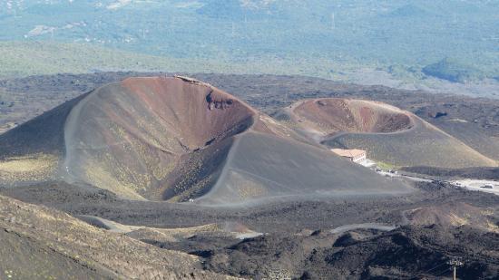 Monte Etna: VISTA SUI CRATERI ALL'INIZIO DELL'ESCURSIONE
