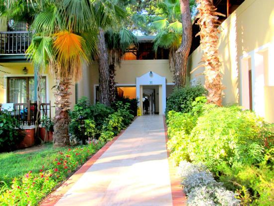 Turquoise Resort Hotel & Spa: bejárat a folyosóra