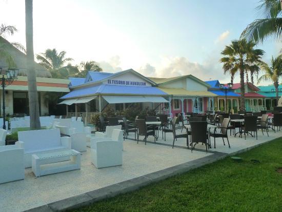 Grand Bahia Principe Coba: patio at cozumel