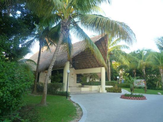 Grand Bahia Principe Coba: golden lobby