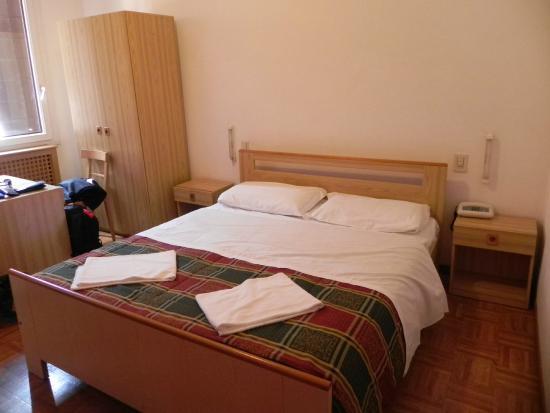 Hotel Giovannina: Habitacion limpia y luminosa