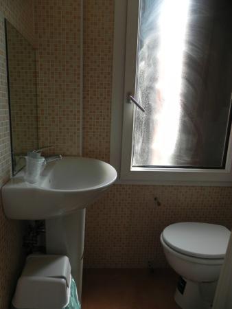 Hotel Giovannina: Baño pequeño pero comodo