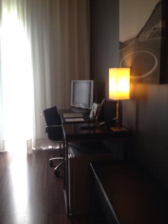 AC Hotel Burgos: Mesa de trabajo