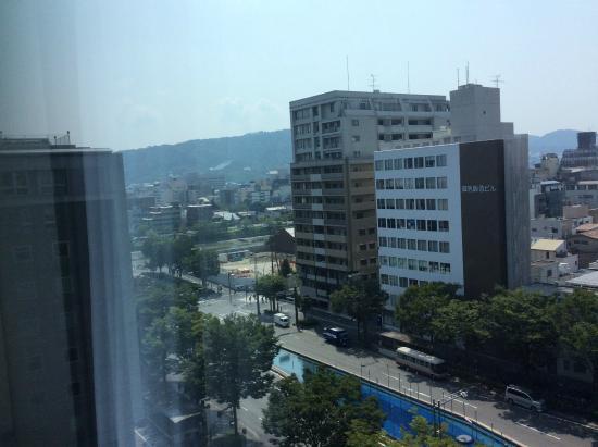 Kyoto Hotel Okura: 角部屋なので、角度によっては鴨川側もちょっと見えます