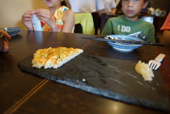 Jie Sushi Restaurant: pizza sushi
