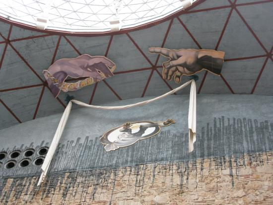 Dali Teatermuseum (Teatro-Museo Dali): Diseño modernista