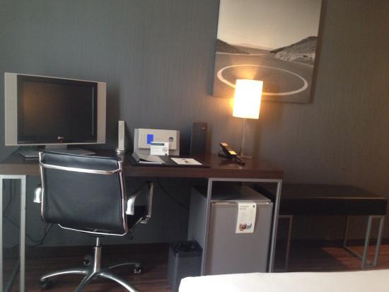 AC Hotel Burgos: Televisión