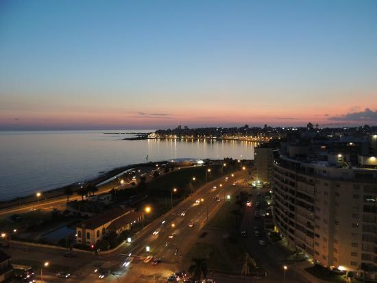 Rambla de Montevideo: Atardecer en la zona de Pocitos