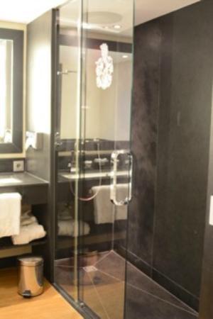 Interalpen-Hotel Tyrol: baño Lodge rooms