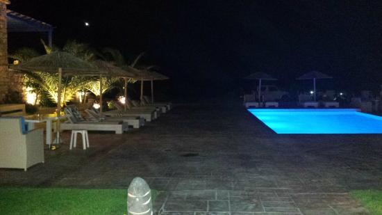 Arkasa Palace Boutique Villas: The pool at night