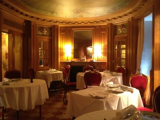 Benoit: Salle de l'étage magnifique, je recommande.