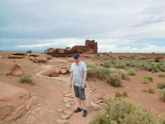 Wupatki National Monument: Approaching the ruins