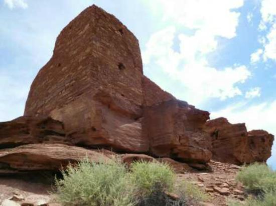 Wupatki National Monument: The far side of the ruins