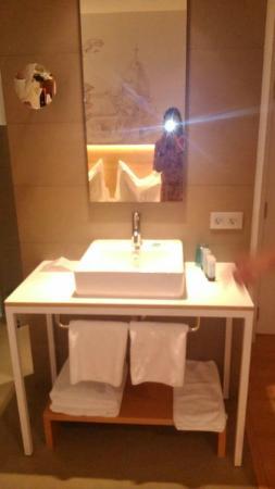 Hotel Párraga Siete: ....tiene el cuarto de bano metido dentro de el