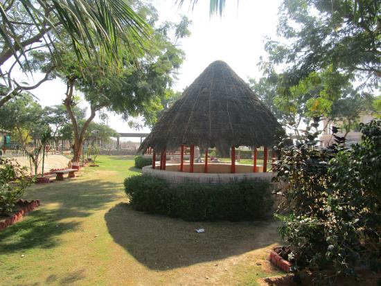 Hiralakshmi Memorial Craft Park: Bhunga styled sitting area