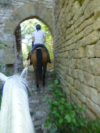 Centro di Equitazione Marana: arrival at the castle ruins