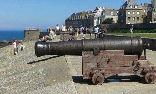 Les Remparts de Saint-Malo: cannone