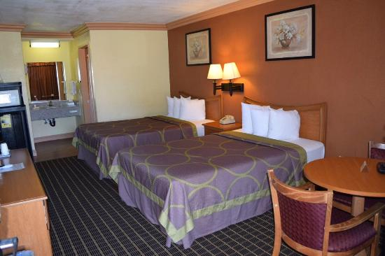 Super 8 Azusa : Double Room, 2 Double Beds