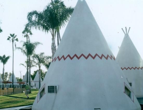 Wigwam Motel -right before we got kicked out!