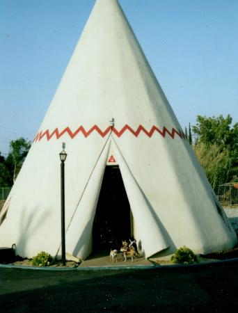 Wigwam Motel: Wigwam #16- just before we were thrown off the property