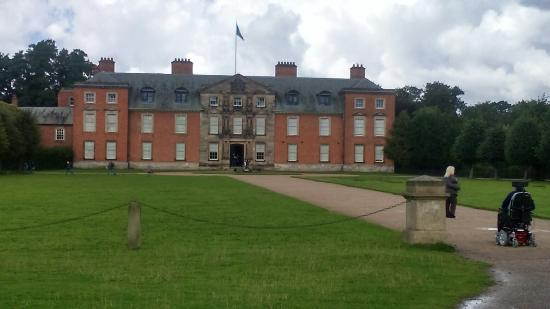 Dunham Massey Hall & Gardens: Dunham Massey Hall and the Fallow deer