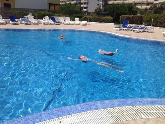 Tamaran Apartments: Pool very clean