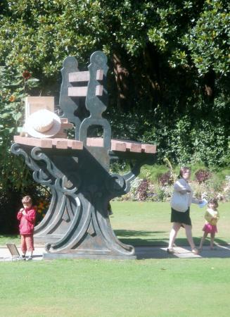 Jardin des Plantes: un banc à la hauteur