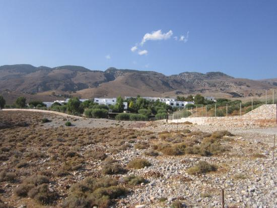 Vritomartis Naturist Resort: View from road to beach