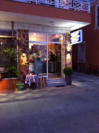 Molos Restaurant: Molos