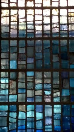 St-Trophime Cloister (Cloitre St-Trophime): Fenster im Nebenraum des Kreuzgangs