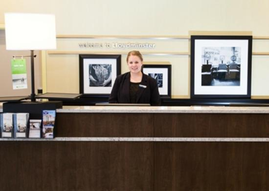 Hampton Inn by Hilton Lloydminster: Front desk