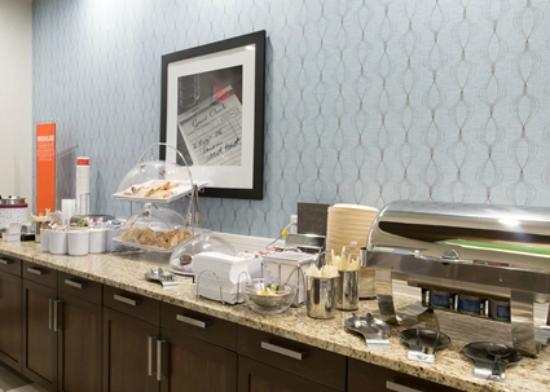 Hampton Inn by Hilton Lloydminster: Breakfast area