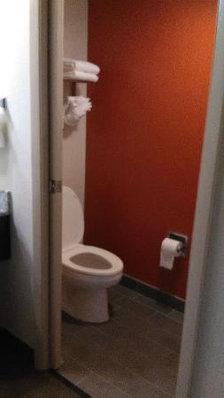 Sleep Inn: bathroom