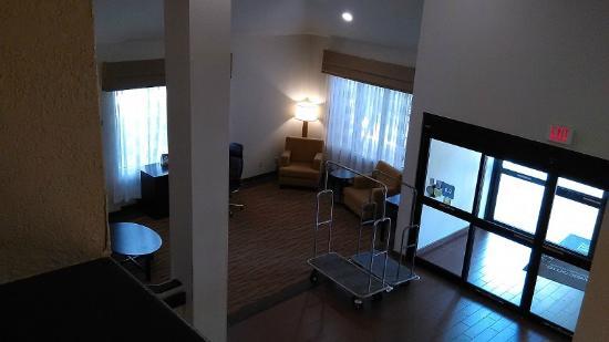 Sleep Inn: Looking down to the lobby from 4th floor