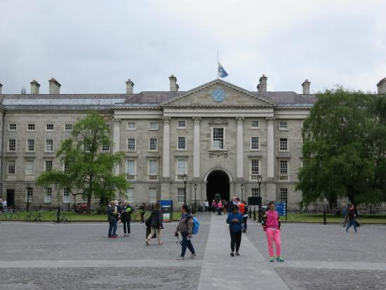 Trinity College: Inner courtyard view