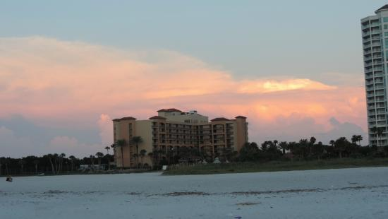 Sheraton Sand Key Resort: Hotel from the Beach
