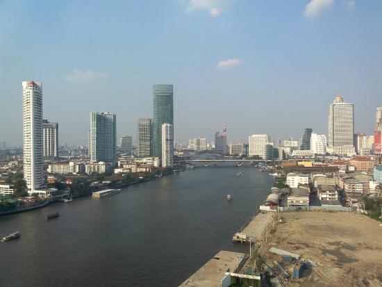 Chatrium Hotel Riverside Bangkok: Vista dalla camera con affaccio sul fiume