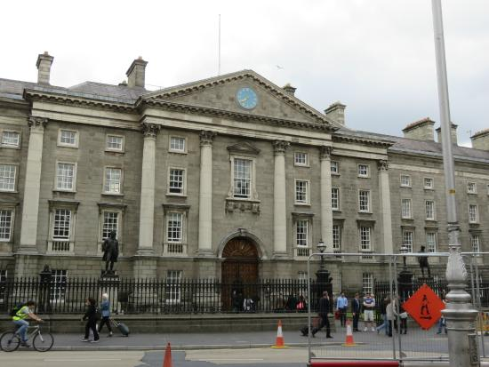 Trinity College: Main entrance