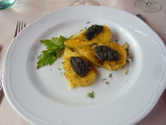 Ristorante Agnello D'Oro: Polenta fritta con Caviale di Campagna (Polenta con caviar)