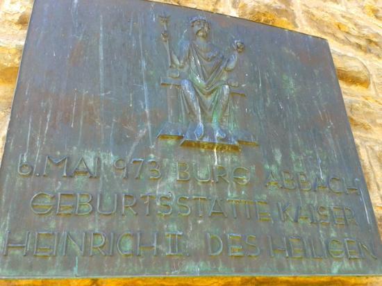 Heinrichsturm: мемориальная доска на стене башни