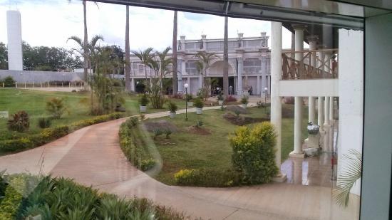 Mavsa Resort: Centro de Eventos ao fundo.