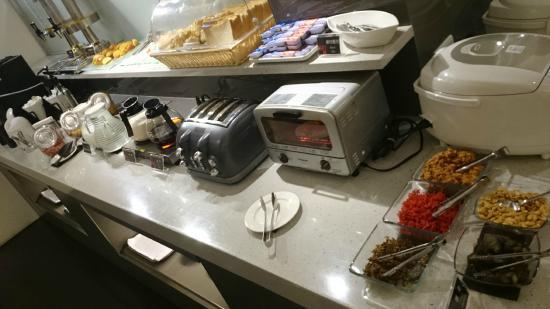 Hotel 73: Complimentary breakfast
