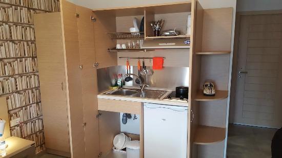 My Suite: Η κουζίνα πλήρως οργανωμένη