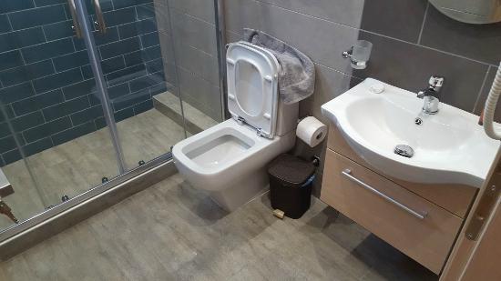 My Suite: Πολύ καθαρό μπάνιο