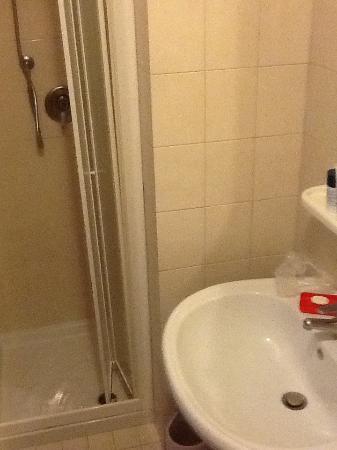 Tivoli Hotel: Ванная комната