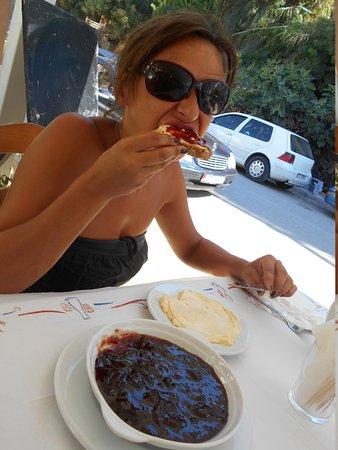 Taverna Viron: La colazione dolce....il burro era eccezionale!