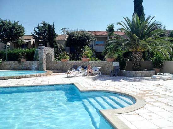 Residence Benista: piscine de la résidence