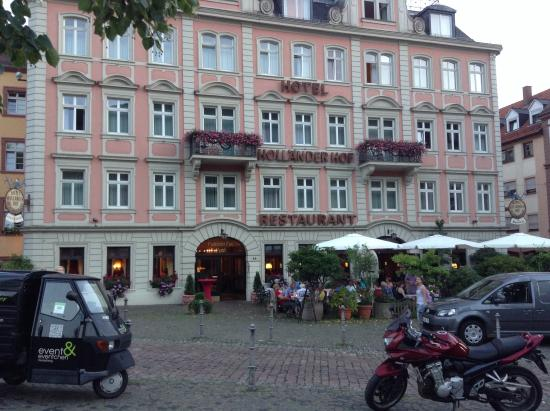 Hotel Hollaender Hof: On every postcard of Heidelberg