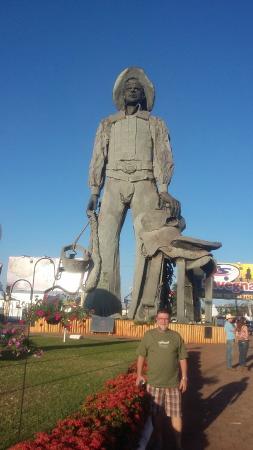 Parque do Peao: entrada do parque com estatua do peao boiadeiro